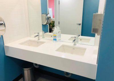 Installation de robinets au Columbus Café à Montréal - Plomberie MG Service