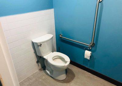 Installation de salle de bain au Columbus Café à Montréal - Plomberie MG Service